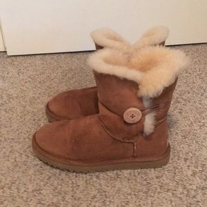 Ugg Tan Bailey Button Sheepskin Boots Shoes Sz 7